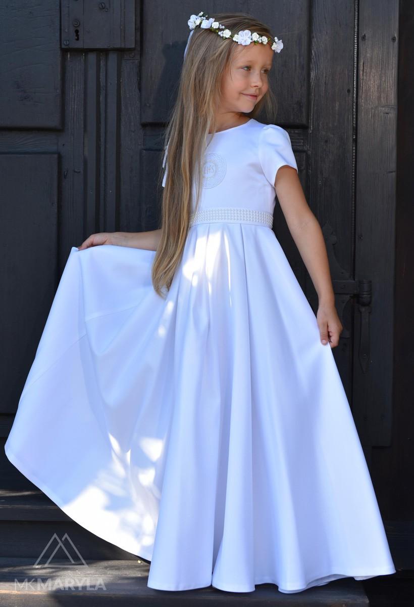 Perełki są delikatnym zdobieniem w sukience komunijnej  Elza SR-028