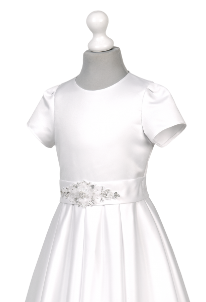 sukienka komunijna z piękną aplikacją