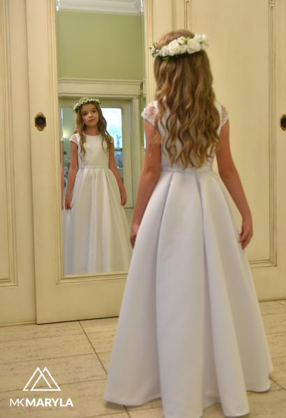 piękna sukienka komunijna z kontrafałdami z satyny