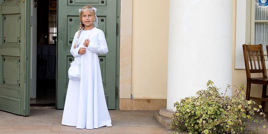 Idealna sukienka na pierwszą komunię świętą