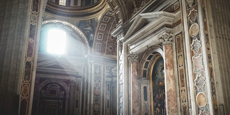 Liturgiczna służba ołtarza - czym jest i kto może w niej uczestniczyć?